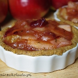 Orzechowe tarteletki z nadzieniem jabłkowo-śliwkowym