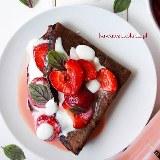 Naleśniki czekoladowe z truskawkami i likierem