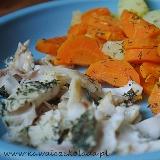 Delikatny dorsz w koperku z ziemniaczkami i marchewką