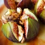 Figi zapiekane z miodem i orzechami