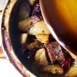 Casserole z kiełbasą, fasolą i ziemniakami