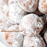 Mini pączki w cukrze pudrze