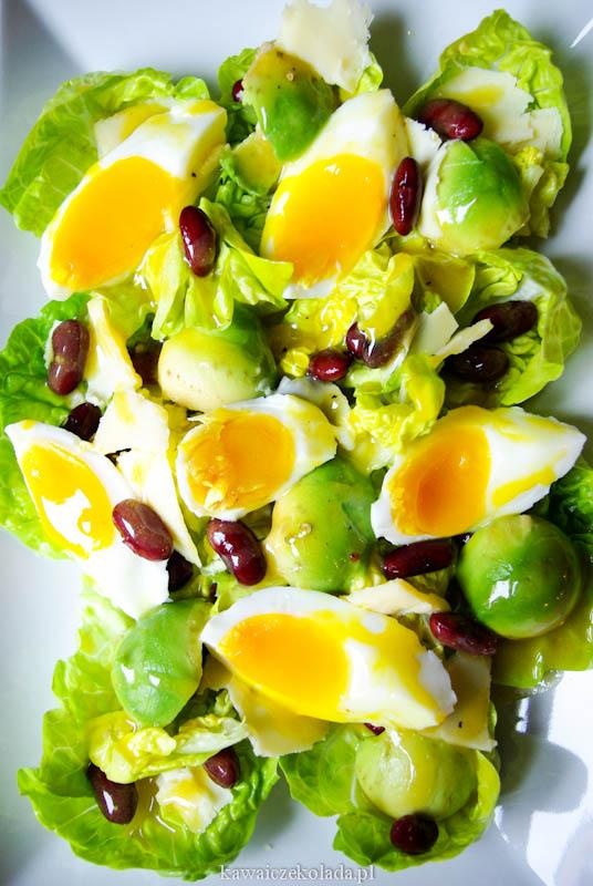sałatka z jajkiem, awokado i fasolą (23)