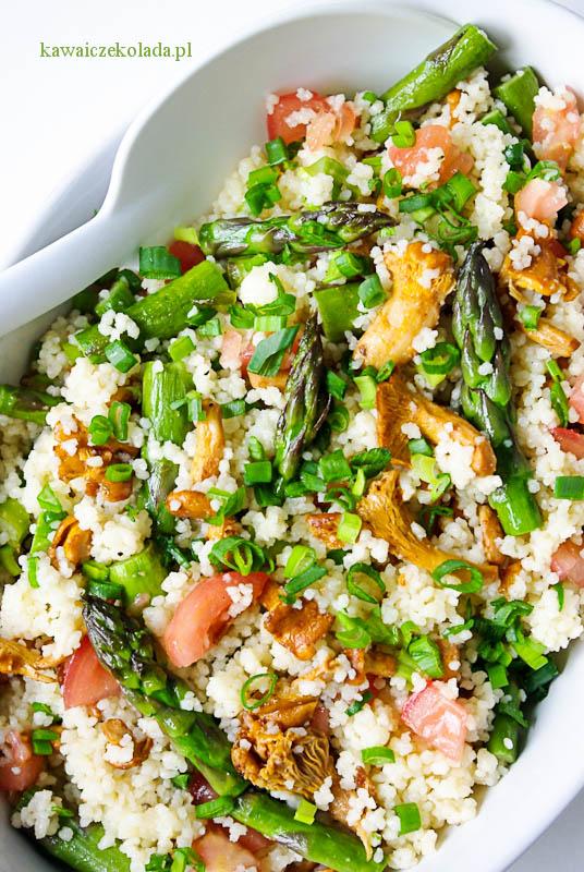sałatka z kuskusem, szparagami i kurkami (11)