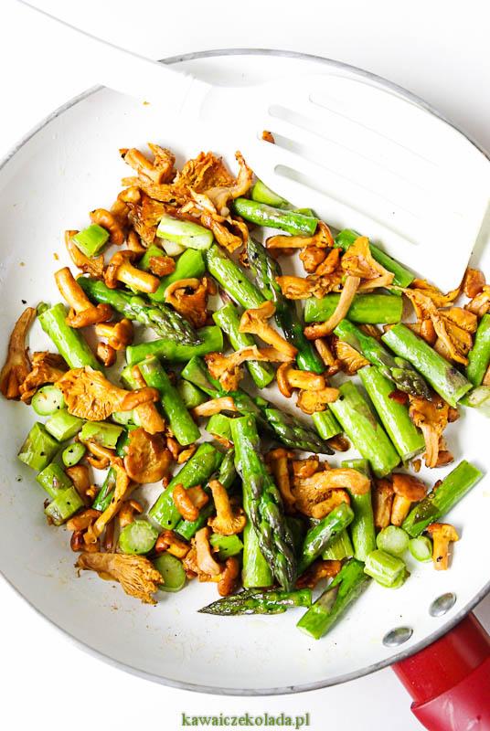 sałatka z kuskusem, szparagami i kurkami (25)