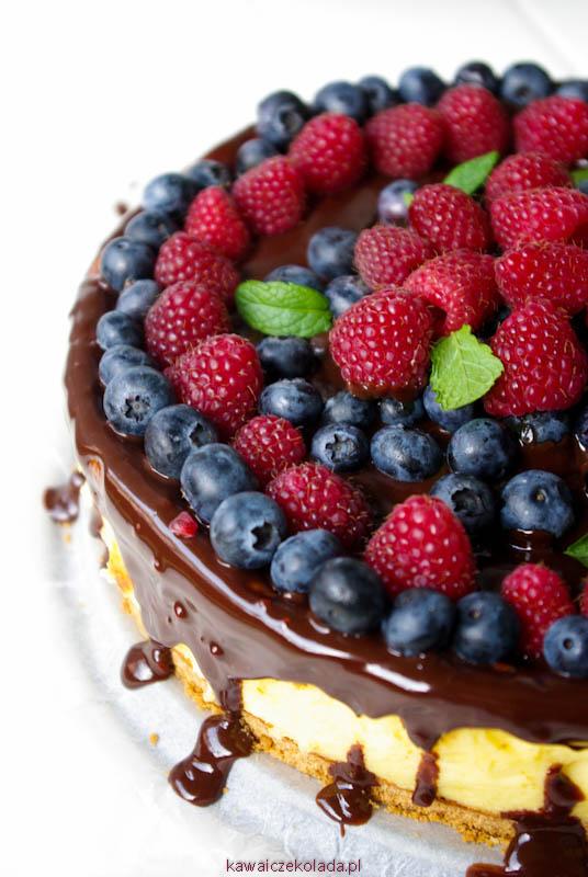 sernik z czekoladą i owocami (5)