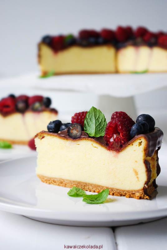 sernik z czekoladą i owocami (7)