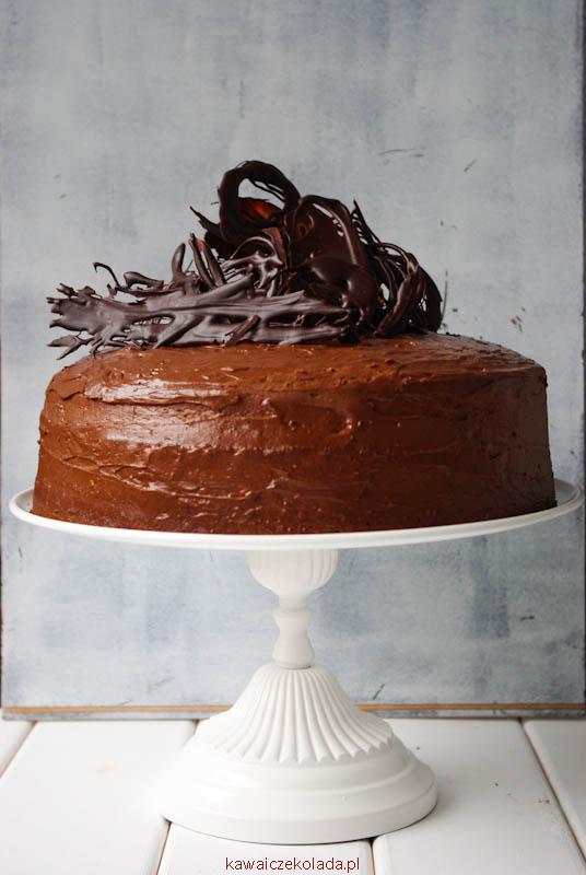 tort-czekoladowy-z-czerna-porzeczka-10